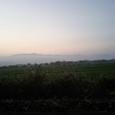 標津の草原の先に続く峰々