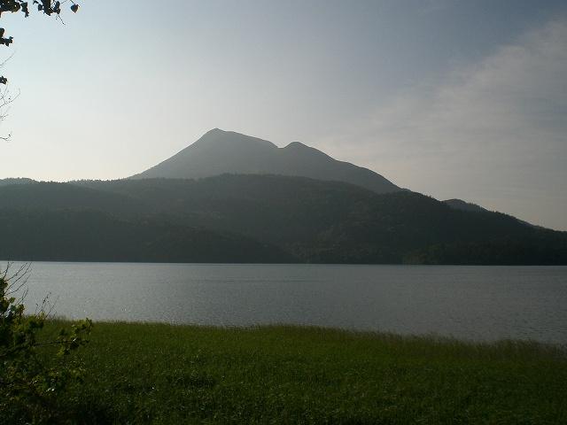 チュウルイ島から見た 雄阿寒岳